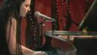 Evanescence Amy Lee Good Enough Live @ VH1