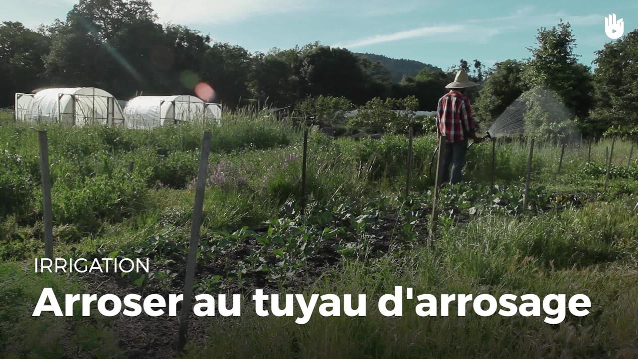 arroser au tuyau d 39 arrosage cultiver son jardin sikana. Black Bedroom Furniture Sets. Home Design Ideas