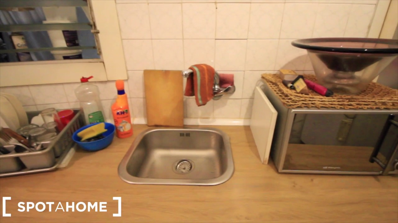 Rooms for rent in 3-bedroom apartment with balcony in L Hospitalet