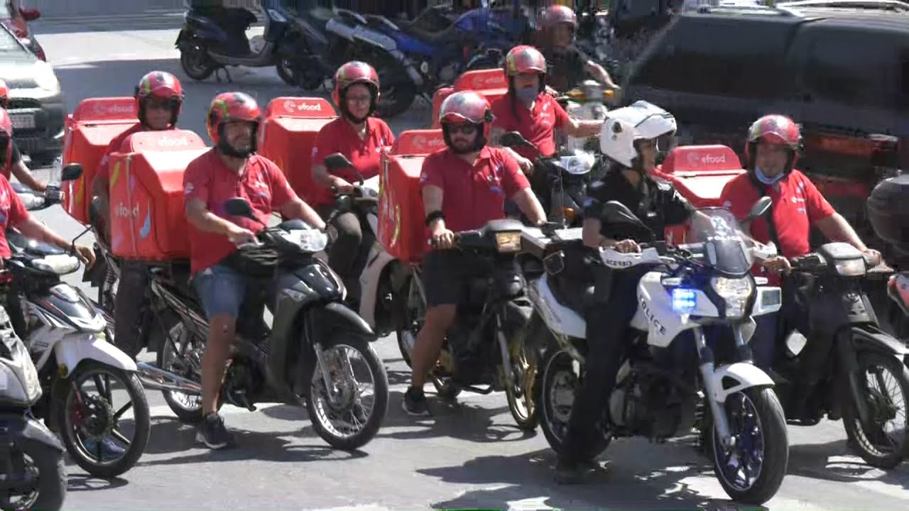 Μοτοπορεία διαμαρτυρίας από ταχυδιανομείς