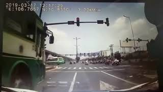Scatta il semaforo ma quello che vedrete vi sorprenderà!!!