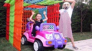 Öykü Prenses Arabasına Oyuncak Çitlerden Garaj Yaptırdı - Toy Fence Car Garage, Oyuncak Avı