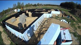 """Jak wybudować dom - """" Ocieplanie ścian fundamentowych i montaż bednarek """""""