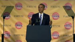 CNN: Presidential seal falls off podium, oops!