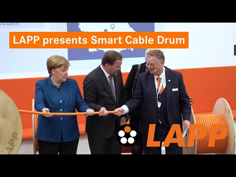 LAPP presents Smart Cable Drum to Angela Merkel and Stefan Löfven