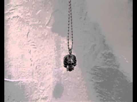 Asche Anhänger totenkopf: Totenkopf Form ; silber und schwarz