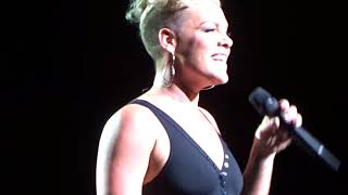 P!nk - What's Up (4 Non Blondes cover) live in Chicago 9/9/2017