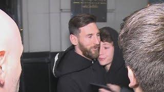 ¡Lionel Messi se sacó una selfie con un chico a la salida de un restaurant!