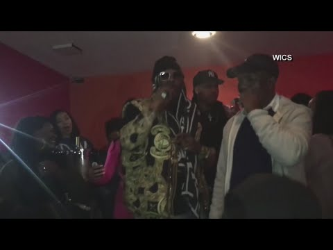 R. Kelly makes brief paid appearance at Ill. club