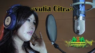 Download lagu Yulia Citra Cinta Tak Seperti Gaun Mp3