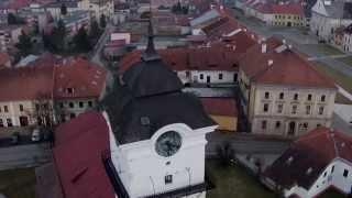 preview picture of video 'Spišské Podhradie - súmrak pohľad na kostol, Palešovo a Mariánske námestie'