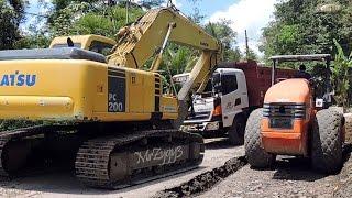 Excavator Dump Truck Compactor Bulldozer Working Spreading CTB Aggregate