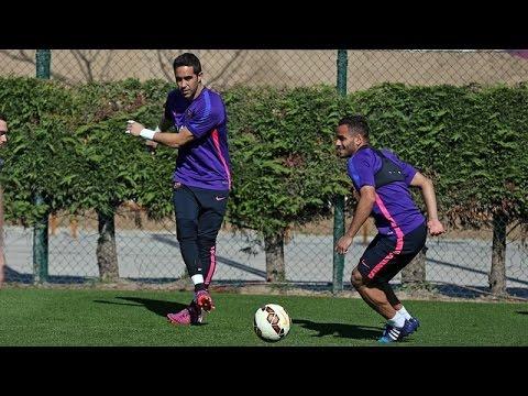Training session (31/03/15): Bravo and Neymar back at training