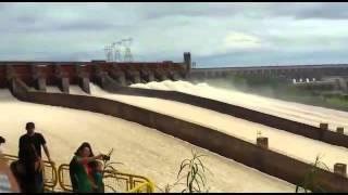Momento De La Apertura De Las 14 Compuertas De La Hidroeléctrica De Itaipú