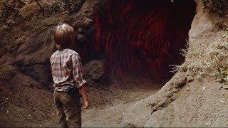 【穷电影】小男孩发现一个怪异山洞,进去后发现一个可怕的秘密,吓得赶紧跑