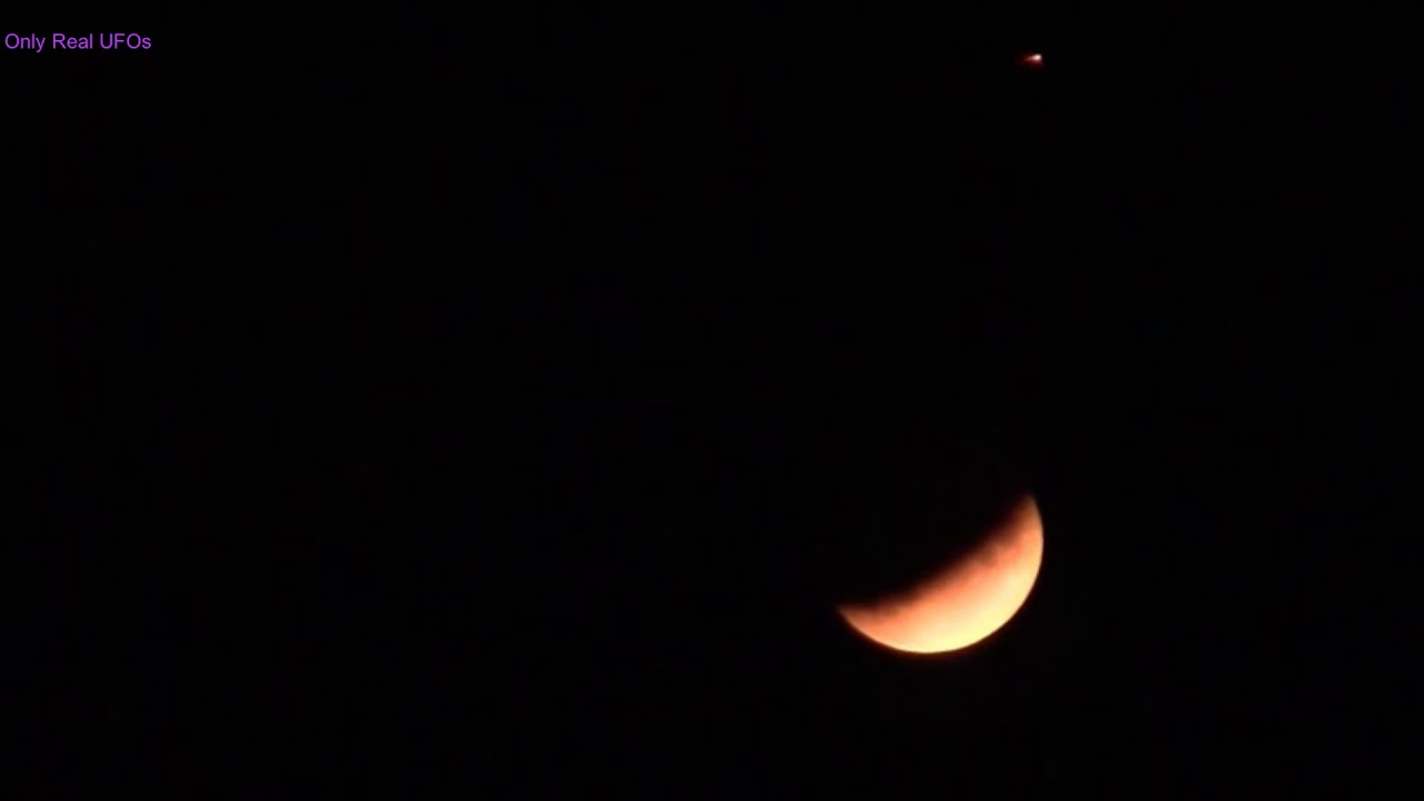 UFO was spotted during lunar eclipse over UK.