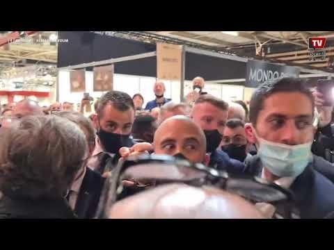 ضرب الرئيس الفرنسي إيمانويل ماكرون بالبيض