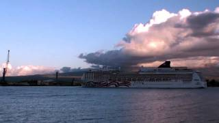 preview picture of video 'Cruise Ship Leaves Kahului Harbor, Maui'