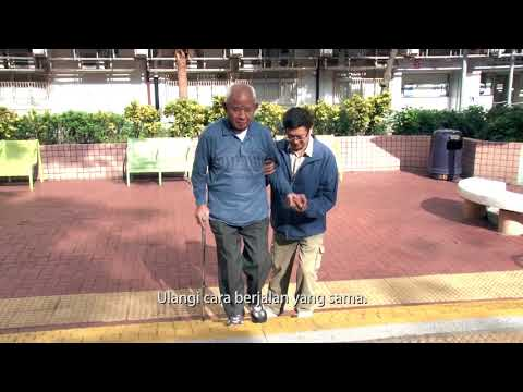 影片: Dikala lansia naik berjalan ditangga dianjurakan dengan alat bantuan tongkat kaki empat