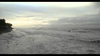 preview picture of video 'Rough Surf on Aguada Beach'