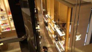preview picture of video 'Louis Vuitton's rotating glass elevator at Selfridges Oxford Street London'