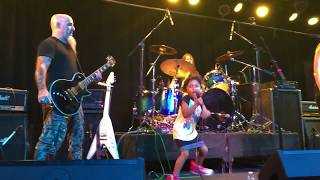 """4-Year-Old Girl Sings ACDC Song """"Dirty Deeds Done Dirt Cheap"""" Live with Scott Ian of Anthrax"""