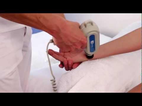 U kurcząt między palcami guzki