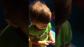 Teaching 16 months old baby Mateo to talk English words