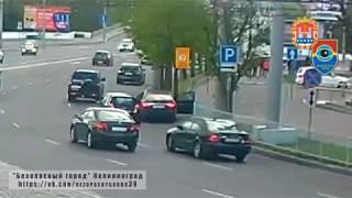 На Ленинском проспекте у остановившейся под знаком Toyota чуть не вырвали дверь