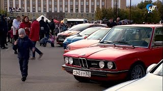 В субботу на площади развернулась агропромышленная ярмарка и выставка в рамках автомобильного фестиваля