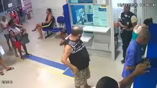 Disparo acidental de calibre .12 de segurança de transportadora de valores deixa 4 pessoas feridas em lotérica, em Nova Iguaçu, baixada fluminense.