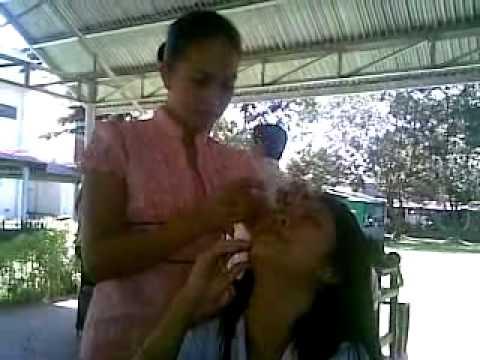 Facial mask na may toothpaste at asin