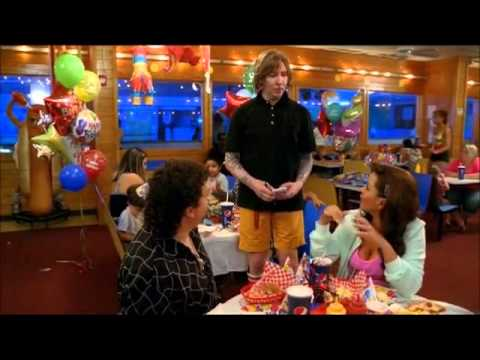 Marilyn Manson cameo in Eastbound & Down without make-up.
