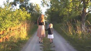 Женщина невольно услышала, что 6-летняя девочка сказала своей матери, она не могла пройти мимо
