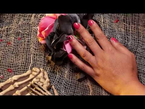 Halloween Nail Art - Chica Vampiro