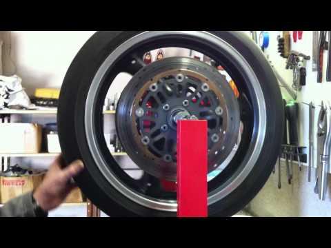dimension garage changement pneu moto. Black Bedroom Furniture Sets. Home Design Ideas
