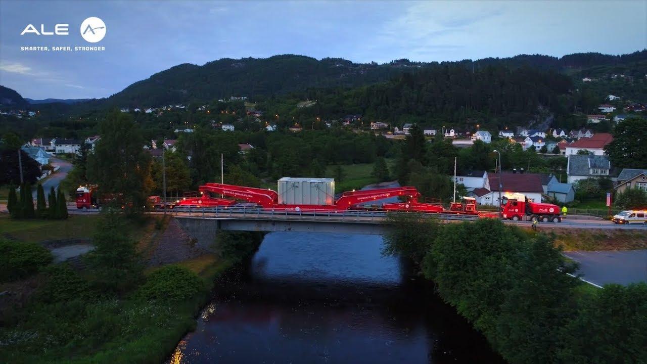 225 tonų krovinys kalnų keliuose. Kvapą gniaužiantys vaizdai