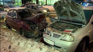 На подъеме на Колмовский мост столкнулись четыре машины