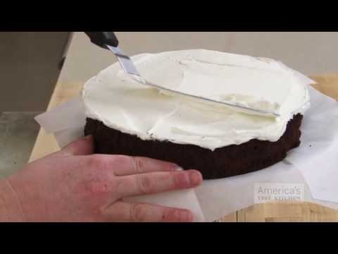 Frost Cakes The Easy Way With A Jar and A Cake Pan