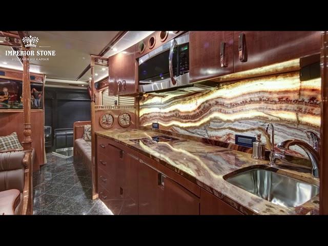 Столешница из оникса с подсветкой на кухню и в ванную: плюсы и минусы