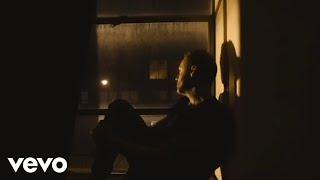 Kadr z teledysku The Weatherman tekst piosenki Blue October