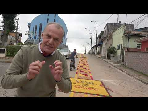 Marcos Rossi o Para Psicopata de Juquitiba detona o tapete de Corpus Christi e o compara com os despachos dos Macumbeiros feitos na Cachoeiras de Juquitiba