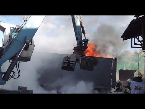 LKW Anhänger Brand in einer Müllentsorgungsfirma