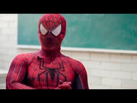 México: profesor de universidad dicta clases con disfraz de 'Hombre araña'
