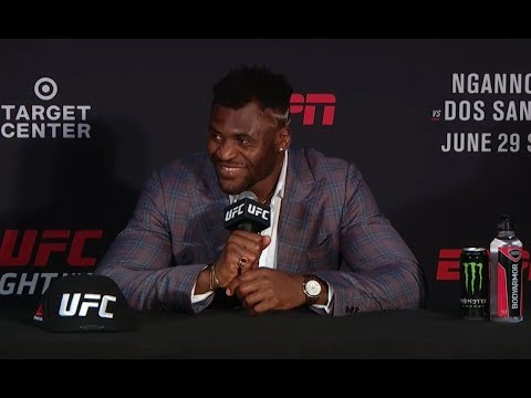 La conférence de presse après combat de l'UFC Minneapolis