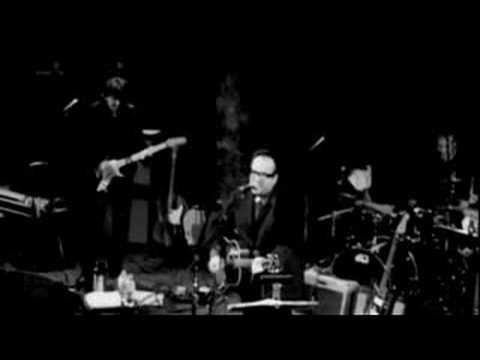 , title : 'Elvis Costello - Sneaky Feelings (Live)'
