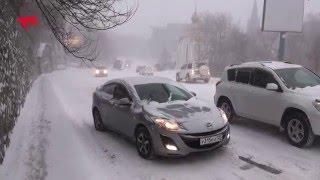 Снег и подъем на Пушкинской во Владивостоке