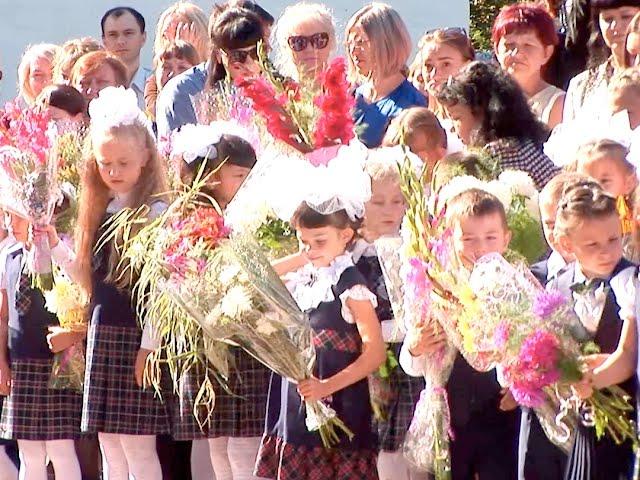 Мэр округа поздравил школьников, родителей и педагогов