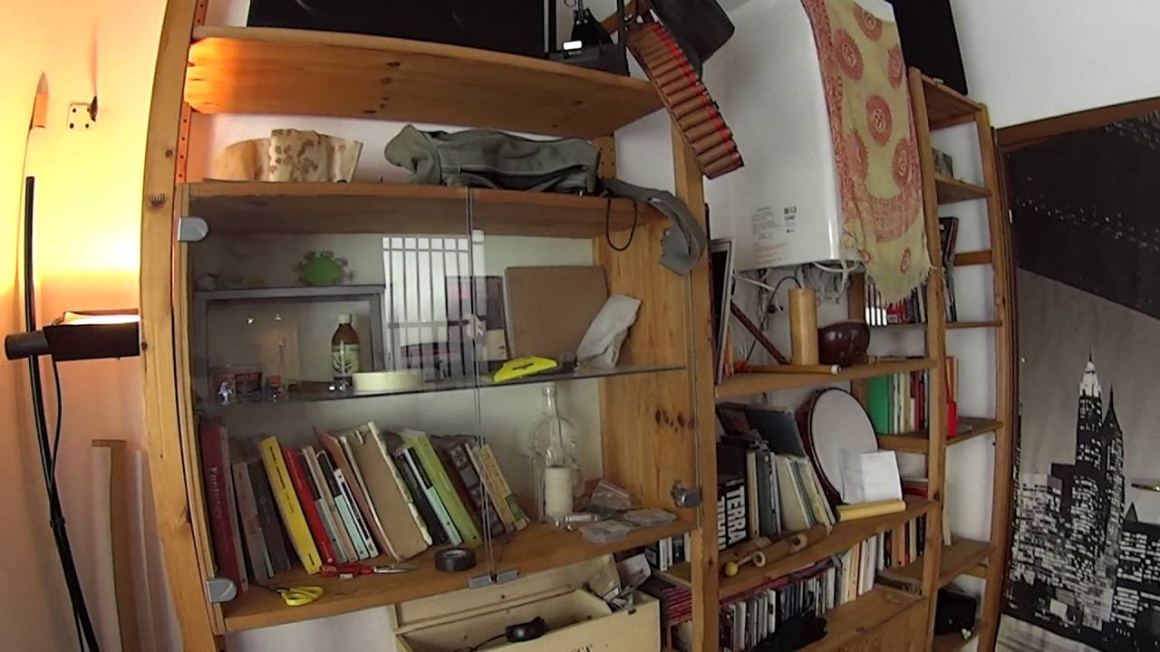 Stanza in affitto in un variopinto appartamento con balcone in zona San Cristoforo