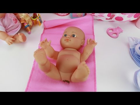 El Bebé Gemelo Raul se hace popó y vamos a limpiar las cacas